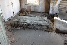 Abandoned and Deserted Fake Brick 'Breath' House Abandoned Houses, Abandoned Places, A Beautiful Lie, Fake Brick, A Series Of Unfortunate Events, Adventure Awaits, Videos Funny, Decay, Deserts