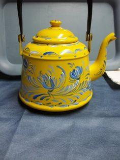A Vintage Yellow Enamelware Tea Pot Hand Painted от FolkArtByNancy, $40.00