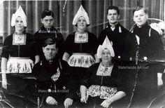 Zwarthoed. Job v Boertje 1932 Trijn Tuijp. Gezin. #NoordHolland #Volendam