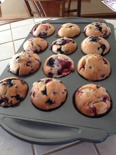 1 3/4 cup flour 1 1/2 c. baking powder 1/2 c, a teaspoon salt 1/3 cup oil 3/4 cup sugar 1 egg 3/4 cup milk 1 c. a vanilla 1 1/2 cups semi-frozen fruit I took small compliment our fruit fields  In a large bowl, mix flour, baking powder and salt. In another bowl, combine oil, sugar, egg, vanilla and milk Add the liquid ingredients to the dry ingredients. Add the fruits without overmix. Stir stir to moisten only. Bake at 350 degrees 20 to 25 minutes Makes 12 muffins you can buy a preparation to…