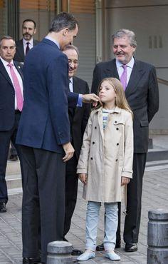 La infanta Sofía también disfruta de su primer partido de fútbol con su padre, el rey Felipe - Foto 2