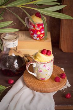 Cheesecake in a mug / Cheesecake en taza Mug Cakes, Mug Recipes, Sweet Recipes, Easy Recipes, Mug Cheesecake, Yummy Treats, Delicious Desserts, Fruit Sauce, French Cake