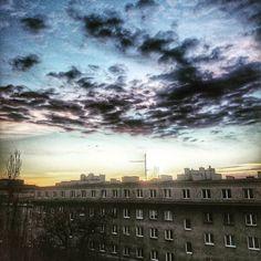 Takie tam ze smokiem znaczy ze smogiem. Choć dziś ma być lepiej. #nowahuta #sunrise #clouds #skyporn