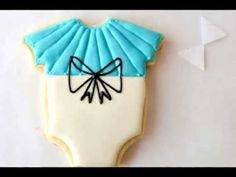Making a perfect bow every time. Easy to follow tutorial on bows on cookies http://www.youtube.com/watch?v=-OEB0Fx1XMc