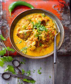 Poulet coco-curry (poulet, lait de coco, tomates, oignon, gingembre, piment vert, bouquet de coriandre, ail, curcuma, cayenne, cumin, coriandre moulue)