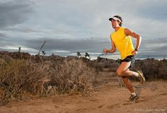 """Scott Jurek - Vegano Piu' giovane vincitore dell'ultra maratona """"Western States 100 Mile Endurance Run"""" nel 1999. Vincitore per 6 volte di seguito, primo nella storia dell'ultra maratona """"Western States 100 Mile Endurance Run"""", dal 1999 al 2004. Nel 2004 ha battuto il record per questa corsa: 15 ore, 36 minuti, 27 secondi. Nel 2003 e' stato nominato Ultrarunner dell'anno Partecipa a 10-12 ultramaratone l'anno, oltre a seguire un rigoroso programma d'allenamento."""