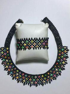 Beaded Collar, Beaded Choker, Beaded Bracelets, Diy Necklace Patterns, Beaded Jewelry Patterns, Gold Rings Jewelry, Bead Jewellery, Diy Bracelets With String, Handmade Beads