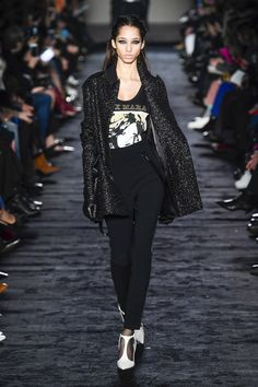 https://www.vogue.com/fashion-shows/fall-2018-ready-to-wear/max-mara/slideshow/collection#36