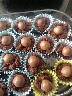 """Recept gevonden op Pinterest """"Malteser cake""""  Niet in ovenschaal gedaan maar in kleine cupcake vormpjes. Waar Malteser opzit en niet in"""