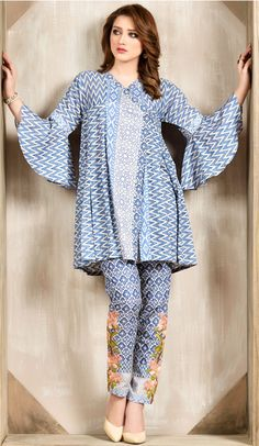 Simple dress for girl, simple dresses, simple outfits, casual Girls Dresses Sewing, Cute Girl Dresses, Frocks For Girls, Pakistani Dresses Casual, Pakistani Dress Design, Pakistani Frocks, Stylish Dress Designs, Stylish Dresses, Designer Kurtis