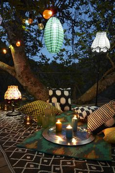 Landscape lighting or garden lighting refers to making use of outdoor lighting of private yards as well as public landscapes; Best Outdoor Lighting, Backyard Lighting, Outdoor Decor, Lighting Ideas, Solar Powered Lamp, Looks Vintage, Landscape Lighting, Beautiful Gardens, Outdoor Living