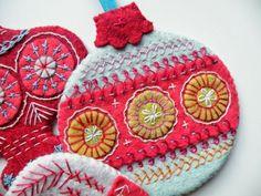 Weihnachtsdeko selber basteln - Hübsche Motive aus Stoff gestalten