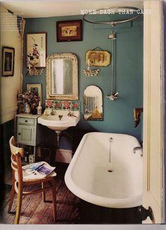 1950's bathroom, so lovely!
