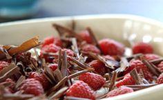 Tiramisu com framboesa e raspas de chocolate - Receitas - Receitas GNT