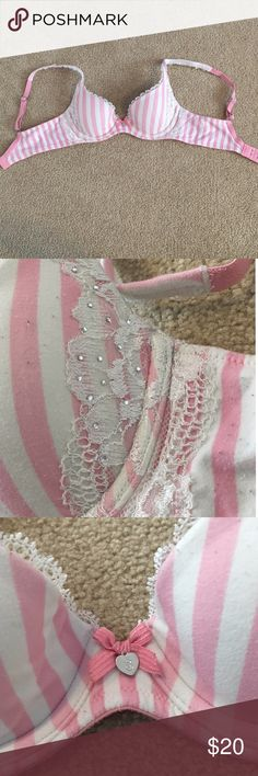 rhinestone Victoria's Secret bra sooo comfy and pretty! rhinestone and lace embellished size 32A. perfect condition💖 Victoria's Secret Intimates & Sleepwear Bras