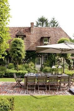 Terrasse effet tapis de pierre - Une terrasse esprit jardin - CôtéMaison.fr Normandie