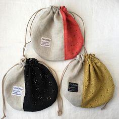 miko (@mikosanpo) • Instagram-fényképek és -videók Potli Bags, Denim Tote Bags, Fabric Gift Bags, Diy Purse, Sewing Class, Handmade Bags, Bag Making, Fabric Crafts, Purses And Bags