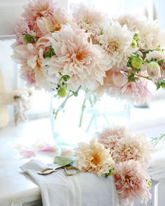 Wedding Flower Arrangements Cafe au lait dahlias I'm working ahead on a few photography projects today Beautiful Flower Arrangements, Floral Arrangements, Beautiful Flowers, Beautiful Pictures, Flowers Wallpaper, Wallpaper Art, French Country Cottage, Faux Flowers, Wild Flowers