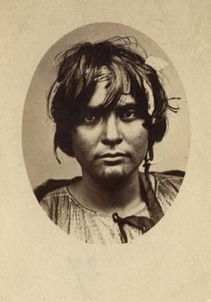 femme maori,hariota hull,1860-1879 Polynesian People, Maori People, South Pacific, Historian, Southeast Asia, Old Photos, New Zealand, Black And White, Portrait