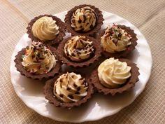 Babeczki z nadzieniem adwokatowym - jak zrobić? Przepisy na ciasta i desery WINIARY