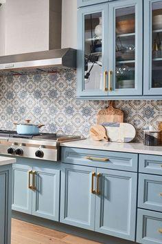Green Kitchen Cabinets, Farmhouse Kitchen Cabinets, Kitchen Cabinet Colors, Modern Farmhouse Kitchens, Kitchen Redo, Home Decor Kitchen, Interior Design Kitchen, New Kitchen, Home Kitchens