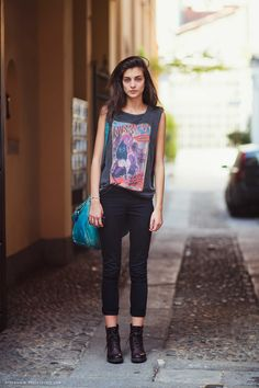 the uniform: rock tee, skinny jeans, boots