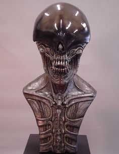 Full Lifesize Alien Head, Scale to the Movie. Great Halloween Costumes, Halloween Decorations, Hr Giger Tattoo, Giger Alien, Giger Art, Fancy Houses, Alien Vs, Steampunk Costume, Ancient Aliens