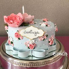 """1,729 curtidas, 17 comentários - Cakes & Cupcakes (@cupcakesdabianca) no Instagram: """"#cupcakesdabianca #cupcakes #cakes #sugarcakes #bolos #bolosdecorados #bolopastaamericana """""""