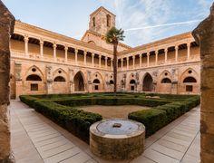 Claustro del monasterio de Santa Maria de la Huerta, Soria. S. XII-XVI