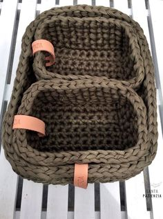 These rectangular baskets I really wanted to make them and when I received this … - imaginary dream Crochet Home, Love Crochet, Crochet Gifts, Crochet Yarn, Rectangular Baskets, Arm Knitting, Crochet Videos, T Shirt Yarn, Crochet Projects
