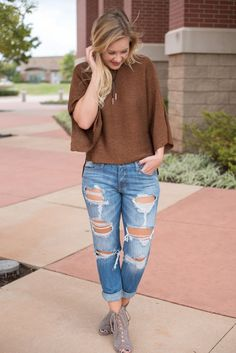 Oversized cropped sweater camel. The perfect Fall sweater. We love it layered…