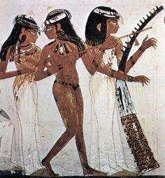 AFFRESCO DI UNA TOMBA TEBANA (PARTICOLARE) La bellezza femminile fu esaltata dagli artisti egizi in immagini stupende dipinte su stucco e modellate. Sono fanciulle portatrici di fiori o danzatrici adolescenti. Molte divinità egizie erano femminili e fra tutte emergeva la dea  Hathor, ideale della bellezza come la Venere dei greci... #art #egizia #affresco #Tebana #history #storia #Faraone