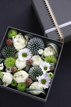 先日、のんのんさん宅で、お花のレッスンを受けてきました。今回は、四角い箱にお花を詰めていくボックスフラワー。箱を開けると、綺麗なお花が顔を覗かせるのです。...