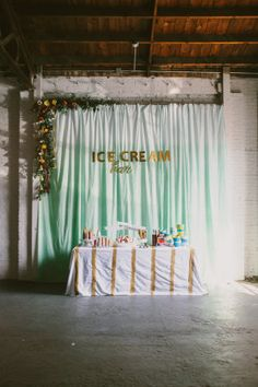 It just so happens that mint and gold is my favorite color palette of the moment. I love to wear it, decorate with it, and who wouldn't love a party planned around it? So the minute this inspiration shoot fromPaige