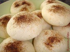 Les Mantecaos sont des biscuits sablés à la cannelle ou à quelques autres arômes, que l'on retrouve en Andalousie notamment à la période de Noël en Espagne (Navidad)...