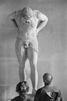 "hauntedbystorytelling: "" Elliott Erwitt :: Louvre Museum, Paris, 1991 """