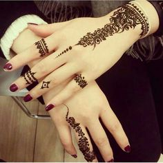 Are you interested to adore simple mehndi designs on palm on chand rat? Mojaritoy of the girls and women move to the mehndi artists or saloons for the best mehndi design. Henna Hand Designs, Eid Mehndi Designs, Mehndi Designs Finger, Henna Tattoo Designs Simple, Stylish Mehndi Designs, Mehndi Designs For Girls, Mehndi Designs For Fingers, Mehndi Design Images, Latest Mehndi Designs