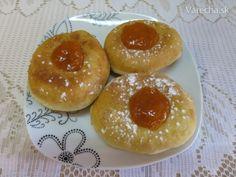 Šišky (fotorecept) - Recept Hamburger, Pudding, Ale, Bread, Fruit, Desserts, Food, Basket, Bon Appetit