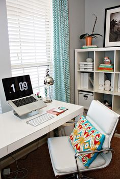 Such a pretty workspace!