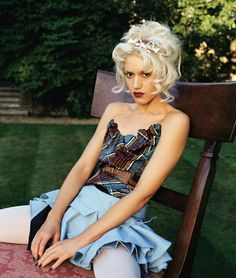 See Gwen Stefani pictures, photo shoots, and listen online to the latest music. Gwen Stefani No Doubt, Gwen Stefani Mode, Gwen Stefani Hair, Gwen Stefani Style, Young Gwen Stefani, Gwen Stefani Fashion, Gwen Stefani Pictures, 90s Fashion, Vintage Fashion