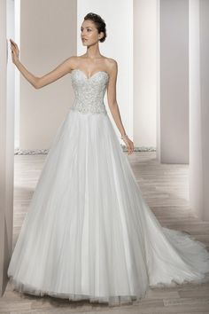 Wedding Dress Photos - Find the perfect wedding dress pictures and wedding gown photos at WeddingWire. Browse through thousands of photos of wedding dresses. Top Wedding Dress Designers, Wedding Dress Trends, Wedding Dress Styles, Wedding Attire, Bridal Party Dresses, Bridal Gowns, Gown Photos, Dress Attire, Wedding Dress Pictures
