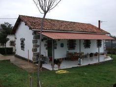 casas de campo rusticas fotos - Pesquisa Google #casasdecamporusticas #casascolonialesrusticas Rural House, Cottage House Plans, Cottage Homes, Stone Cabin, Adobe House, Tiny House Design, House Layouts, Types Of Houses, Spanish Style