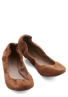 Leaves Underfoot Flat in Chestnut. As you amble down the sidewalk, your feet clad in these simple chestnut-brown ballet flats, you love to listen to the crunchy sound of fallen leaves beneath your step. #tan #modcloth