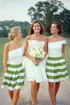 love the bridesmaids dresses!!!!