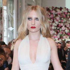 Louise Depardieu : La fille de Guillaume se révèle, soutenue par sa famille dans une robe Sebastien Payen et bijoux Jerome de Stefano