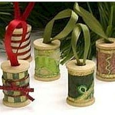 freekidscrafts.com. Wooden spool Christmas ornaments. Cute.
