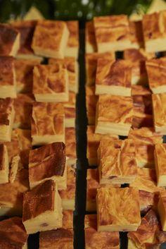 Rustici che passione!  Specialità tipiche napoletane che non possono mancare in un buffet. Ecco alcune proposte di Alba Catering #rustici #rusticinapoletani #rosticeria #tradizionenapoletana #albacatering #catering #banqueting