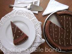 Se come me siete amanti dei dolci cioccolatosi e cremosi al punto giusto allora dovete assolutamente provare la torta Lindt dove un guscio di morbida torta al cioccolato racchiude una golosa e fondente ganache al cioccolato Lindt appunto.