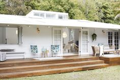 beach house decorating ideas on a budget Home, Renovations, Cottage Plan, House Exterior, Holiday Home, Beach House Decor, House, Deck Design, Cottage