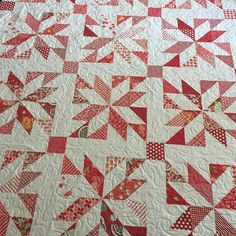 I loved this Lucky quilt done in red and white! @msadventure77 this might be my favorite of your quilts! #thimbleblossoms #bonnieandcamille #latimerlanequilting #longarmquilting